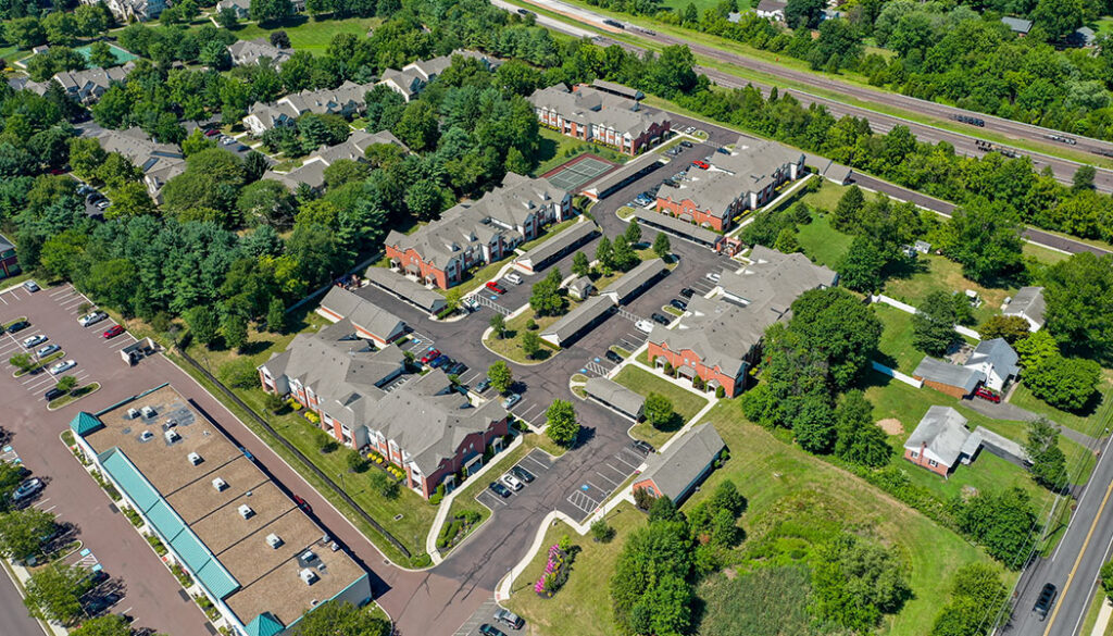 Aerial view of Lakeview Park Apartments
