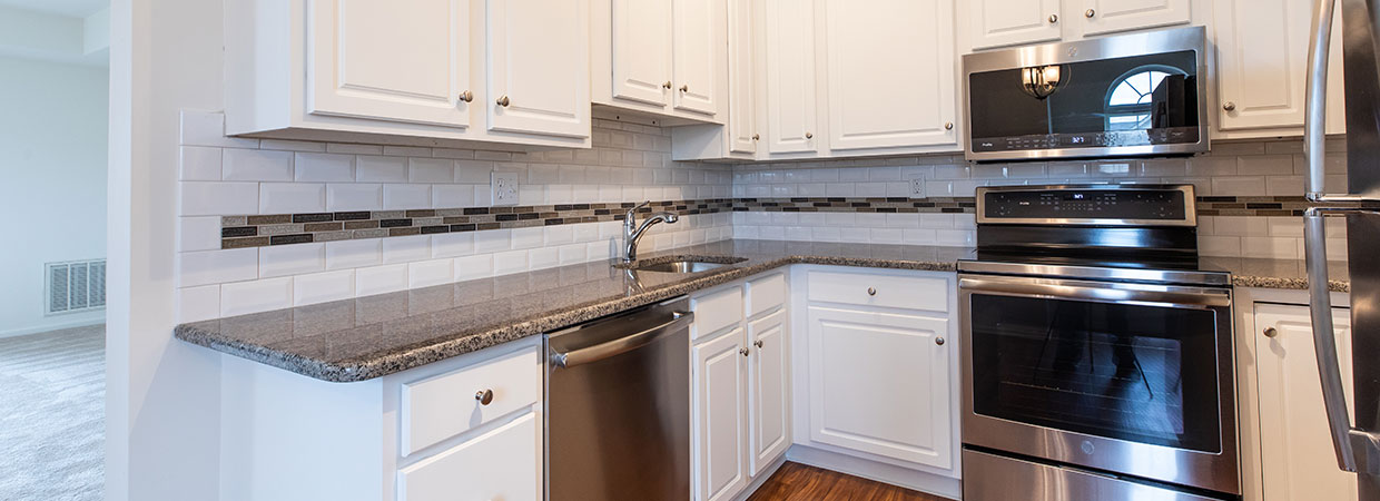 Upgraded kitchen with Stainless/Granite package